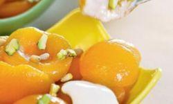 Абрикосы в сиропе с густым йогуртом