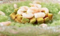 Авокадо с огуречным кремом и креветками