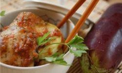 Баклажаны и кабачки, маринованные в томатном соусе