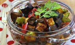 Баклажаны, кабачки и перцы в кисло-сладком соусе