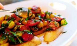Брускетта - легкие гренки с овощами