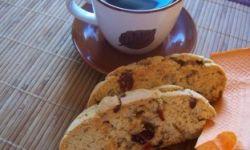 Чайные сухарики c вишней и орехами