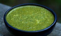 Чесночный соус с петрушкой и сельдереем