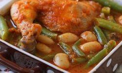 Цыпленок в томатном соусе с фасолью