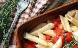 Холодный салат с пастой, помидорами и свежим тимьяном