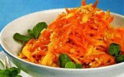 Капустно-морковный салат с черносливом