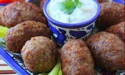 Куббе (закусочные котлеты из булгура с мясным фаршем и орехами пинии)