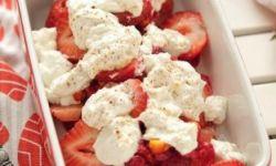 Летний ягодный пудинг, приготовленный на гриле