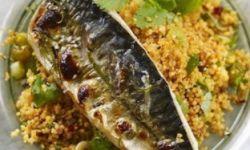 Макрель-гриль с пастой харисса и пшенной кашей с кинзой