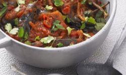 Овощное рагу с баклажанами, кориандром и мятой
