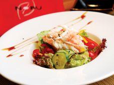 Овощной салат с мясом краба и японским дрессингом