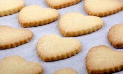 Печенье сердечки с медом и орехами