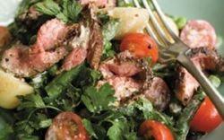 Перченая говядина и салат с петрушкой