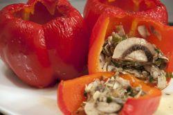 Перец, фаршированный грибами с лаймом