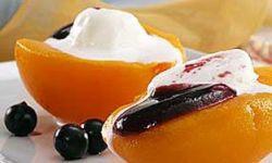 Персики с мороженым