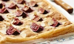 Пицца с инжиром и фундуком