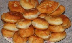 Пирожки с начинкой из тушенной свёклы и моркови