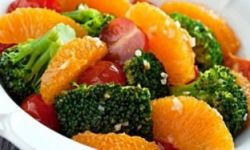Постный салат из брокколи с апельсинами