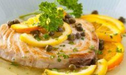 Рыба и цитрусовый соус с каперсами
