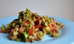 Салат из баклажанов с луком и зеленым горошком