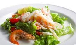 Салат из морепродуктов с сельдереем