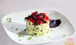 Салат с булгуром, помидорами черри и свежими огурцами