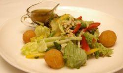 Салат с моцареллой и стручковой фасолью