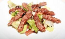 Салат с пикантными утиными язычками