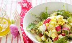 Салат с редиской, яблоками и авокадо