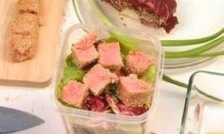 Салат с тунцом и пряной полентой