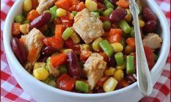 Салат с тунцом, спаржей, фасолью и кукурузой