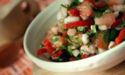 Сальса с помидорами и луком