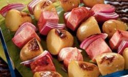 Шашлычки из молодого картофеля и ветчины