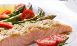 Спаржа с филе лосося