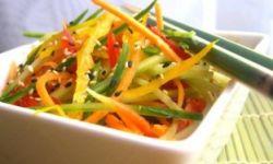 Тайский салат с кокосовым соусом