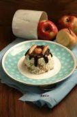 Творожные пирожные с тушеными яблоками