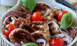 Запеченный осьминог под устричным соусом