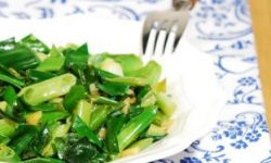 Жареный зеленый лук